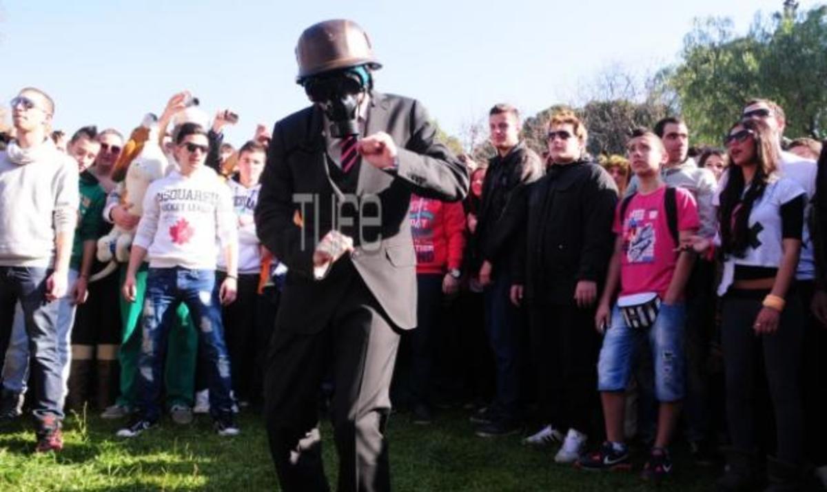 Harlem Shake! H νέα χορευτική μανία στο Θησείο! 2000 άτομα χόρεψαν σε τρελούς ρυθμούς! Βίντεο και φωτό! | Newsit.gr