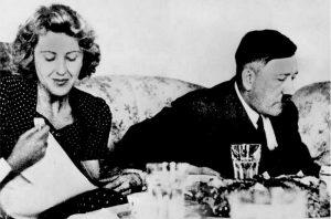 «Ο Χίτλερ σκηνοθέτησε τον θάνατό του και ετοίμαζε το Τέταρτο Ράιχ»