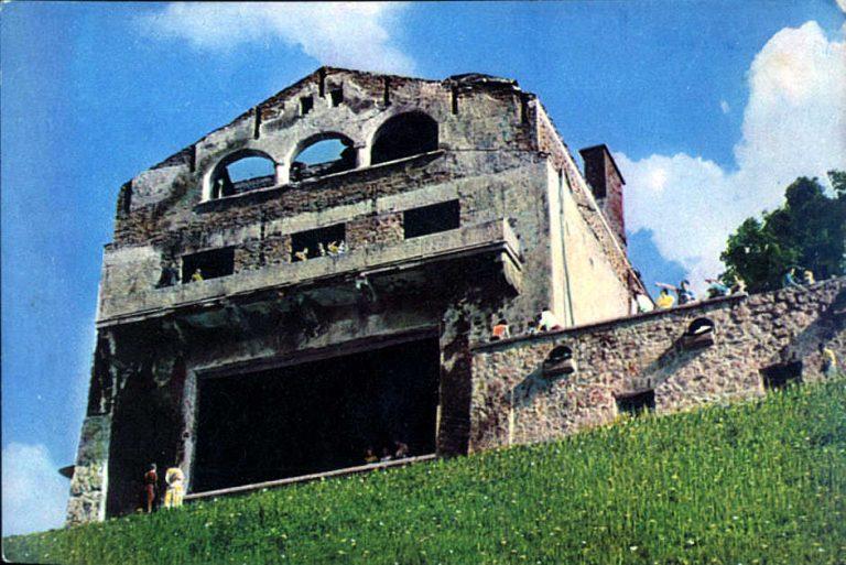 Θέλει να αγοράσει 2 εκατομμύρια το σπίτι του Χίτλερ για να το κατεδαφίσει | Newsit.gr