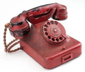"""Πουλήθηκε το τηλέφωνο με το οποίο ο Χίτλερ """"έσπειρε"""" τον όλεθρο [pics]"""