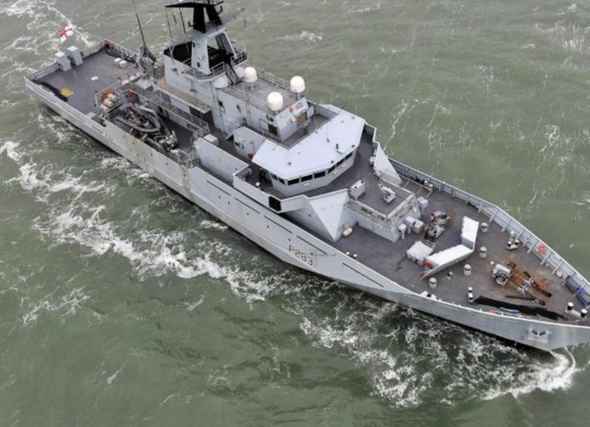 Ένα ΝΑΤΟϊκο πλοίο στον Πειραιά [vid] | Newsit.gr