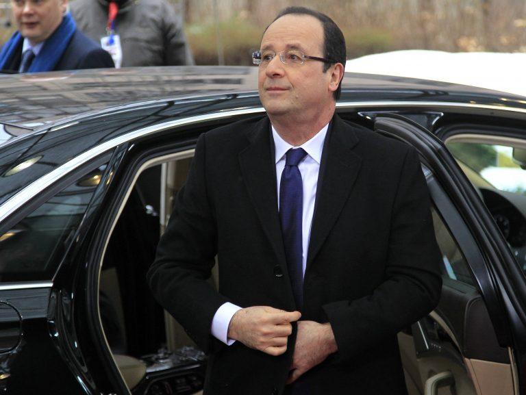 «Έπιασε πάτο» ο Ολάντ | Newsit.gr