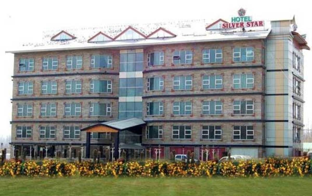 Ινδία: Ένας νεκρός και δύο τραυματίες από επίθεση ενόπλων σε ξενοδοχείο | Newsit.gr