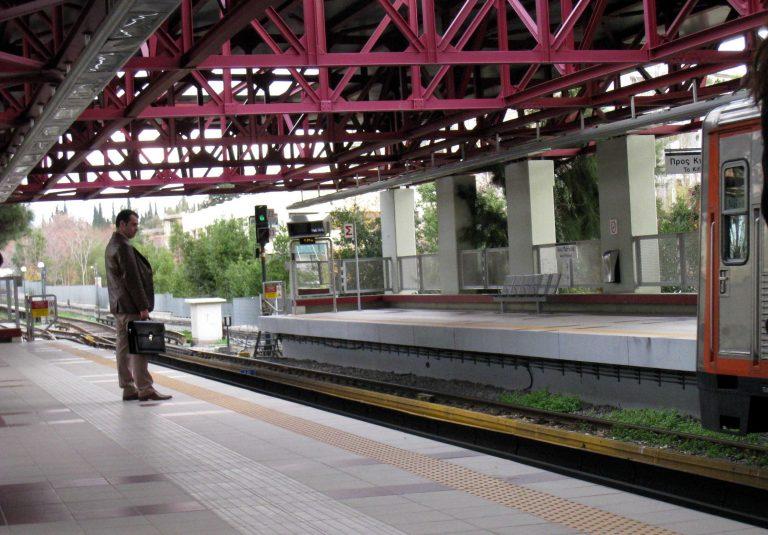 Εγκλωβίστηκαν επί μια ώρα 100αδες επιβάτες στον Ηλεκτρικό   Newsit.gr