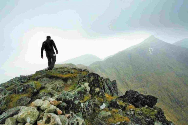 Χάιλαντερ! Έπεσε από 300 μέτρα – τον βρήκαν όρθιο να διάβάζει χάρτη! | Newsit.gr