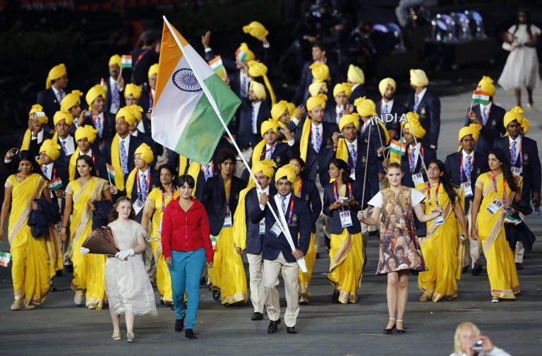 Αυτά είναι τα μέτρα ασφαλείας των Βρετανών; – Άγνωστη γυναίκα παρέλασε με την αντιπροσωπία της Ινδίας | Newsit.gr