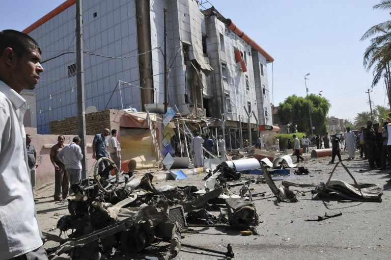 Λουτρό αίματος στο Ιράκ – 51 νεκροί απο βομβιστικές επιθέσεις   Newsit.gr