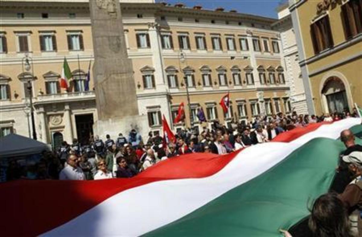 Ιταλία: Οι καθηγητές διαδηλώνουν κατά της αύξησης των ωρών διδασκαλίας   Newsit.gr