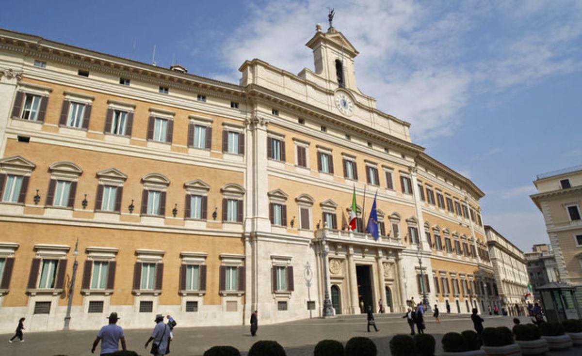 Ιταλία: Ορκωτοί λογιστές ελέγχουν τους ισολογισμούς των κομμάτων | Newsit.gr