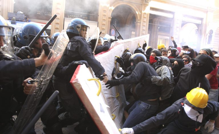 Δεκάδες χιλιάδες διαδηλωτές στη Ρώμη ζητούν μέτρα για ανάπτυξη και θέσεις εργασίας | Newsit.gr