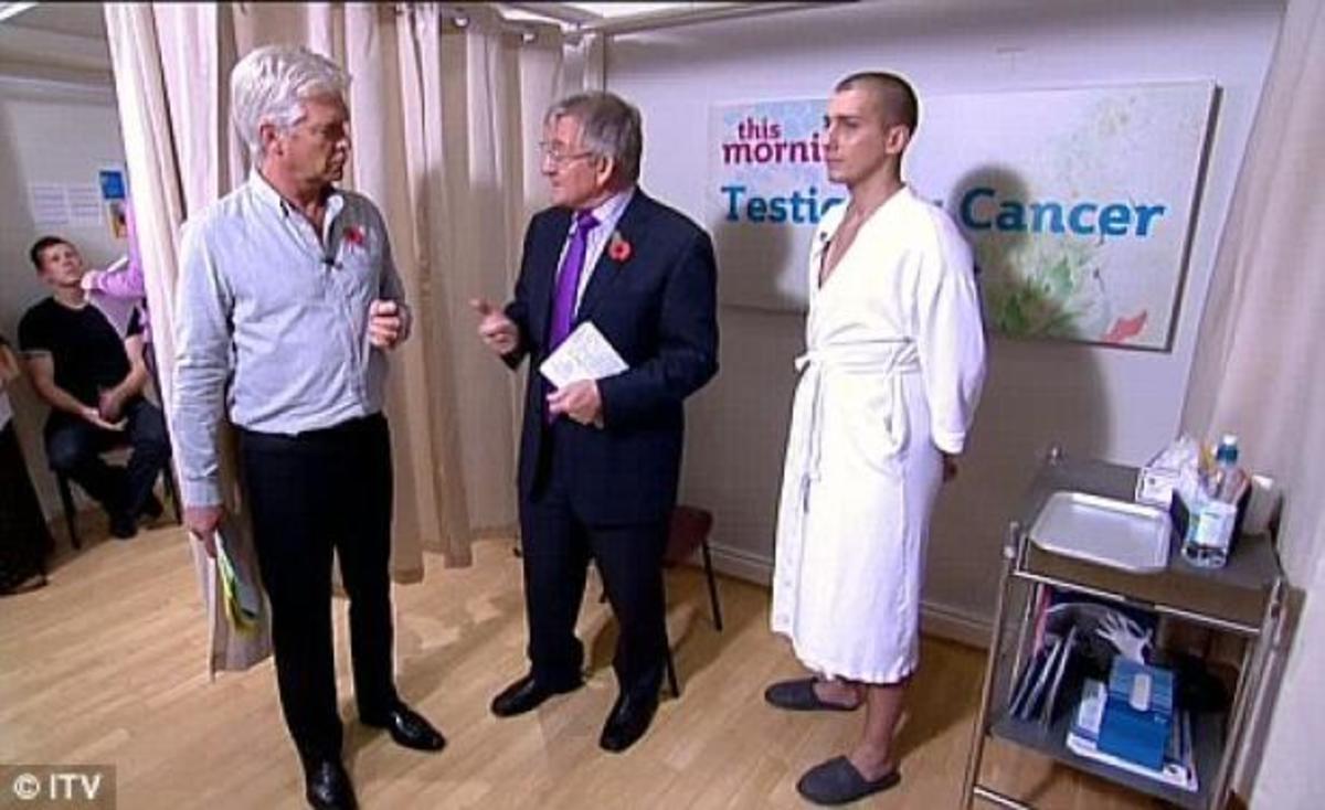 Τον εξέτασε ο γιατρός γυμνό, ζωντανά σε πρωινή εκπομπή!   Newsit.gr