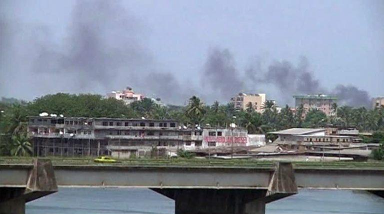 Σκληρές μάχες στην Ακτή Ελεφαντοστού – Πολιορκούν το σπίτι του έκπτωτου προέδρου | Newsit.gr