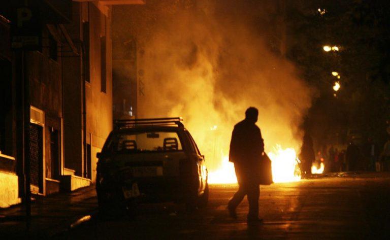 Φωτιά σε Ι.Χ. απείλησε ολόκληρη πολυκατοικία | Newsit.gr