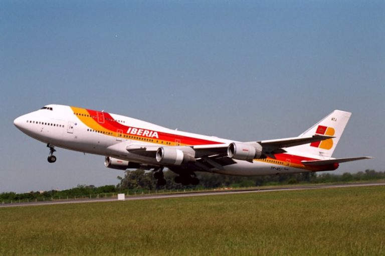 Η Iberia απειλεί με 4.500 απολύσεις | Newsit.gr