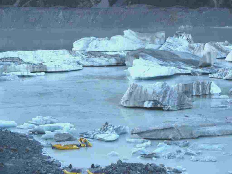 Αεροσκάφος συνετρίβη σε παγετώνα – Εννιά νεκροί | Newsit.gr