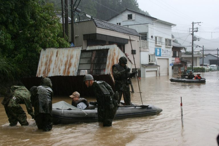 Ο τυφώνας Τάλας συνεχίζει το θανατηφόρο πέρασμα του | Newsit.gr