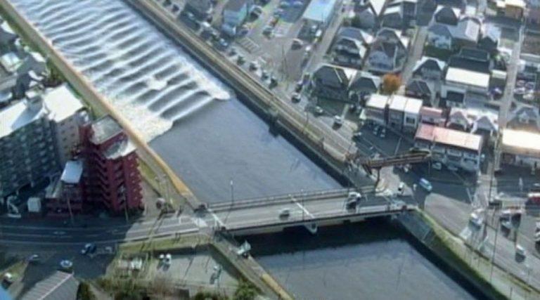 Συγκλονιστικές εικόνες από τον τεράστιο σεισμό στην Ιαπωνία [vids]