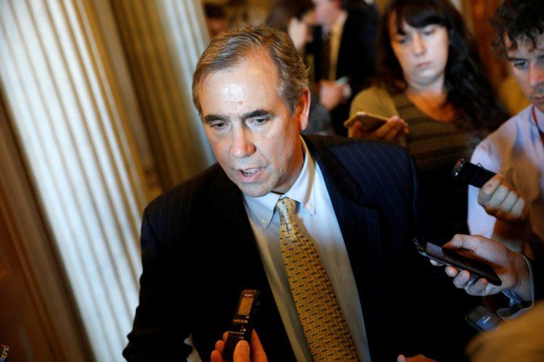 Αμερικανός γερουσιαστής μιλούσε επί 14 (δέκα τέσσερις) ώρες στη Γερουσία!
