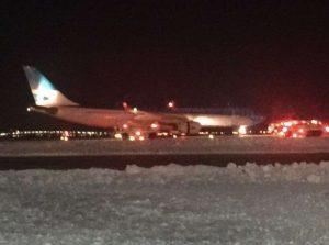 Θρίλερ στο JFK! Αεροπλάνο τυλίχθηκε στις φλόγες [pics]