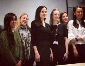 Η πρώτη διάλεξη της Τζολί στο LSE! Τι είπε στους φοιτητές! [pics]
