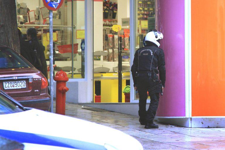 Πυροβόλησαν μέσα στο JUMBO στον Άλιμο | Newsit.gr