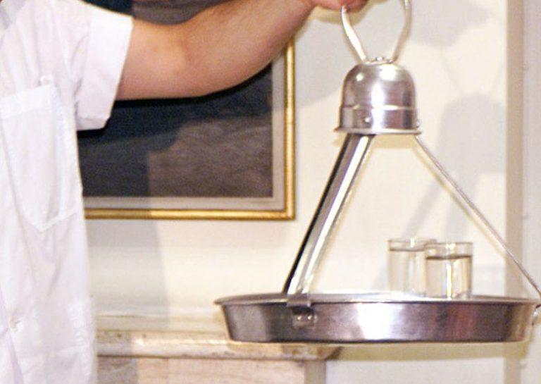 Τρίκαλα: Ο τσιγγάνος πρώτα δέχτηκε το κέρασμα του καφετζή και μετά… τον έκλεψε! | Newsit.gr