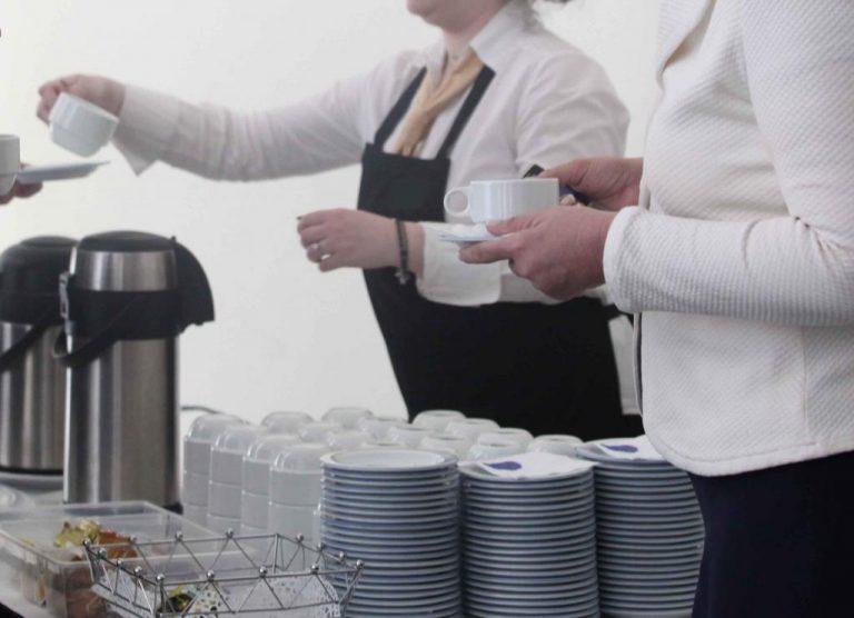 Πληρώσαμε 2.500 ευρώ για τη γιορτή κυριών και δεσποινίδων Κουντούρας | Newsit.gr