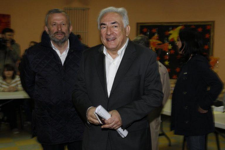 Χαλαρός και χαμογελαστός ψήφισε ο Στρος Καν – ΦΩΤΟ | Newsit.gr