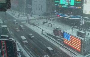 Κλειστό το αεροδρόμιο της Νέας Υόρκης λόγω χιονοθύελλας! [vids]