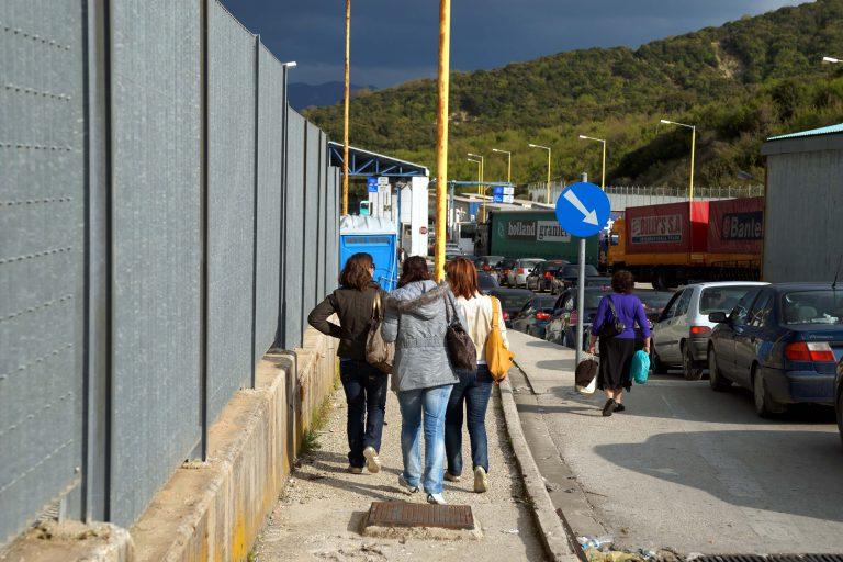 Οι λαθρέμποροι κάνουν… πάρτι στην Κακαβιά λόγω περικοπών   Newsit.gr
