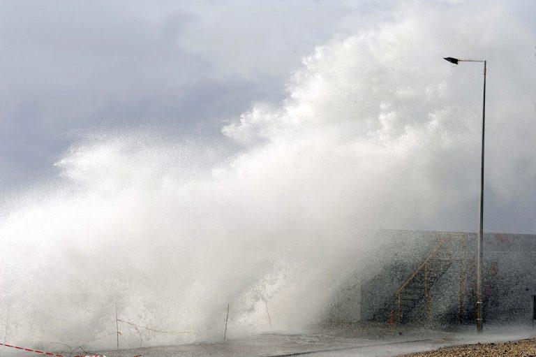 Αποκλεισμένη η Ζάκυνθος λόγω των θυελλωδών ανέμων | Newsit.gr