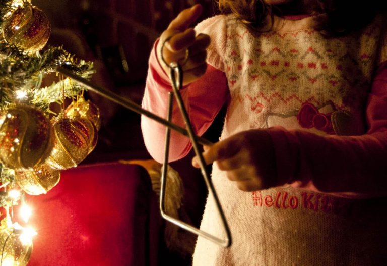 Λήστεψαν παιδάκια που έλεγαν τα κάλαντα σε Πάτρα και Θεσσαλονίκη! | Newsit.gr