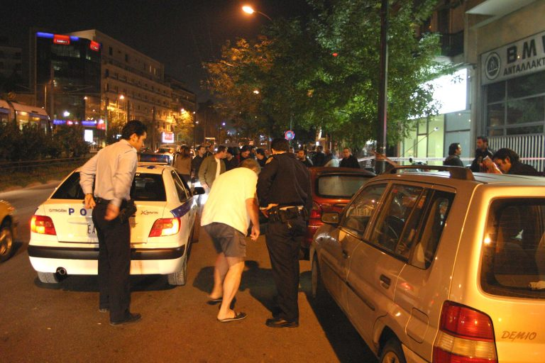 Της πέταξαν πέτρα στο παρπρίζ για να τη ληστέψουν | Newsit.gr