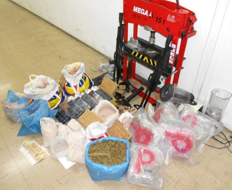 Όπλα και 18 κιλά ηρωίνης σε σπίτι στην Καλλιθέα | Newsit.gr
