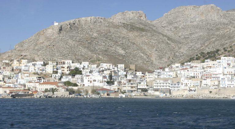 Δώρα στους ναυαγούς της Καλύμνου   Newsit.gr