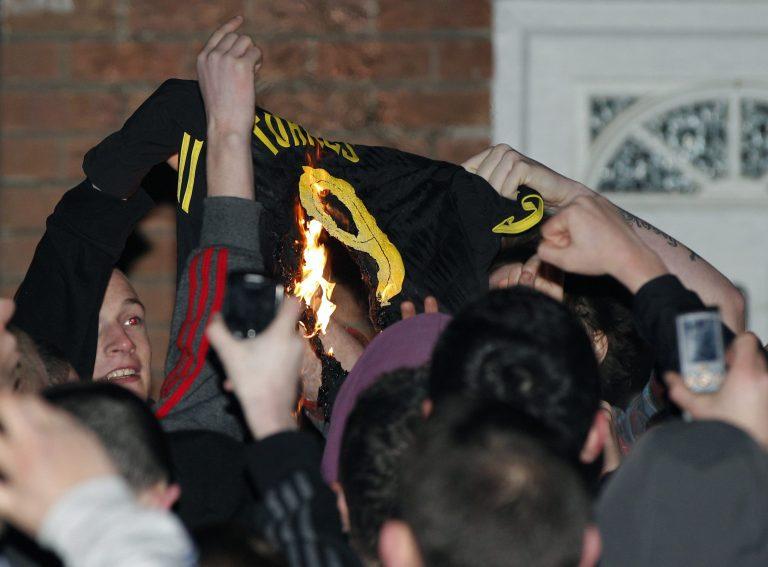 Στην Τσέλσι ο Τόρες! – Έκαψαν τις φανέλες του στο Λίβερπουλ   Newsit.gr