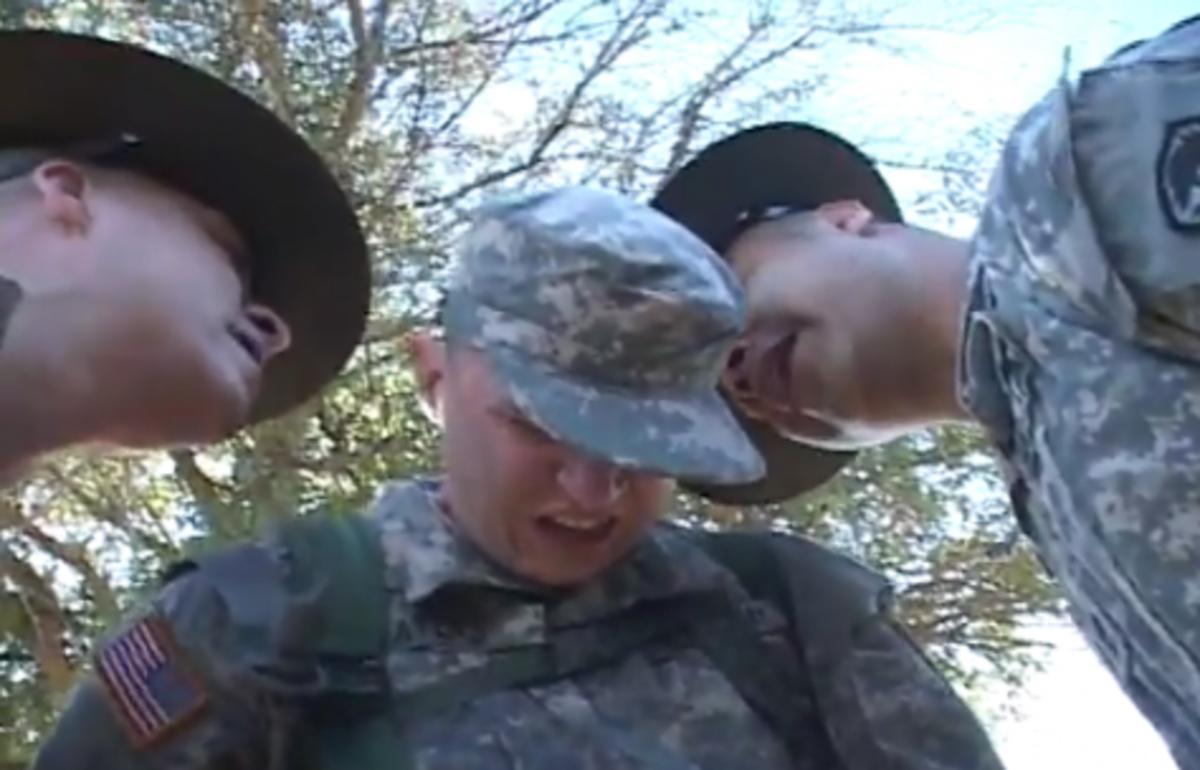 Η …γνωριμία με το λοχία εκπαιδευτή είναι πάντα…εκκωφαντική! – Δείτε το βίντεο   Newsit.gr