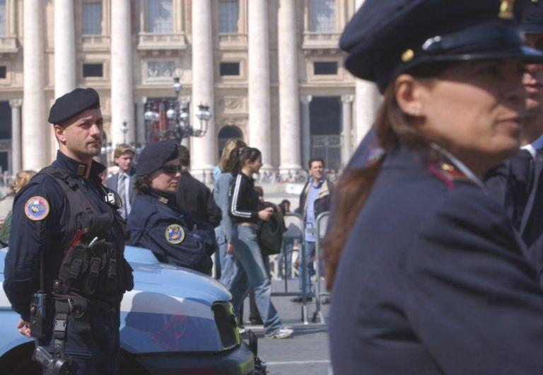 Έβαλε το λαθρομετανάστη σε βαλίτσα! | Newsit.gr