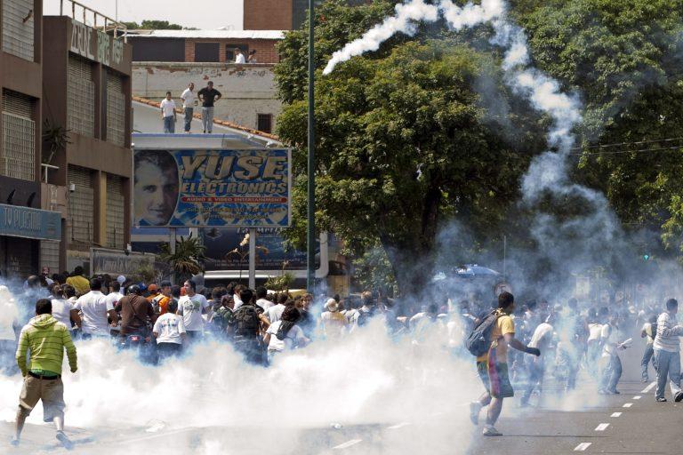 Δακρυγόνα εναντίον χιλιάδων φοιτητών | Newsit.gr