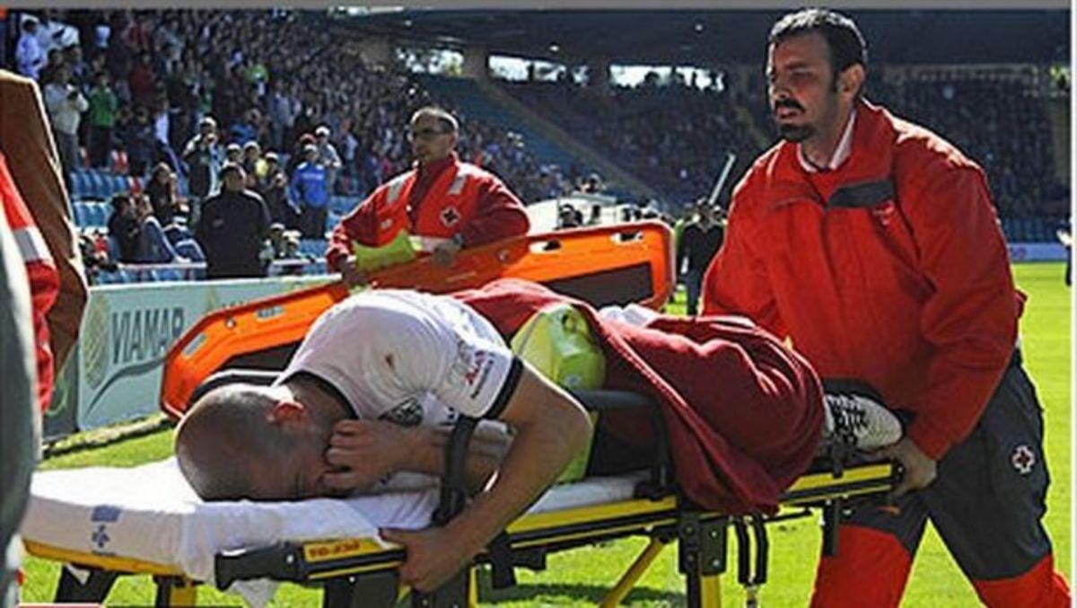 Έπαθε καρδιακή προσβολή μέσα στο γήπεδο – Δείτε το βίντεο | Newsit.gr