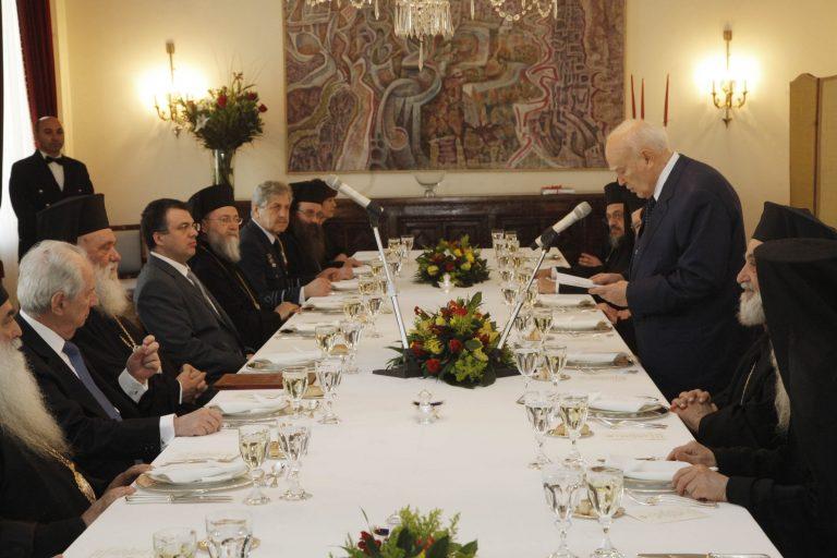 Κάρολος Παπούλιας: Η πατρίδα μας περνά σκληρή δοκιμασία   Newsit.gr