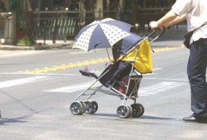 Θεσσαλονίκη: Οδηγός μηχανής παρέσυρε καροτσάκι με βρέφος και εξαφανίστηκε!
