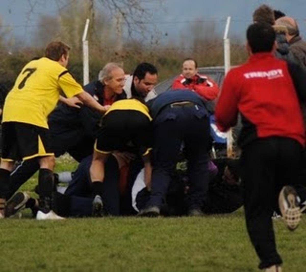 Απίστευτο ξύλο σε αγώνα στην Κάρπαθό!–Αναζητείται ο δράστης ποδοσφαιριστής-Δείτε το βίντεο | Newsit.gr