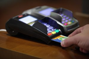 Αποδείξεις: Και με κάρτα και με μετρητά το αφορολόγητο – Αυτό είναι το τελικό σχέδιο