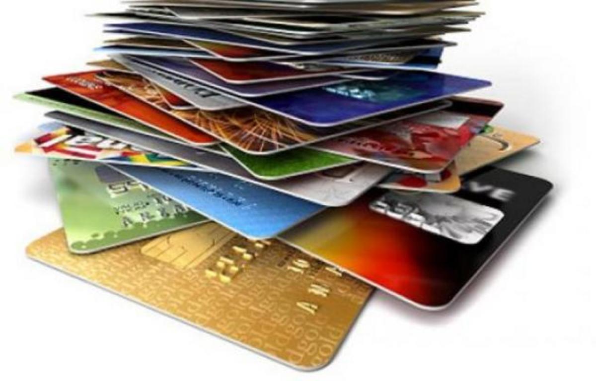 Γυναίκα αξιωματικός του ΠΝ «φόρτωνε» κάρτες συναδέλφων της με χιλιάδες ευρώ! | Newsit.gr