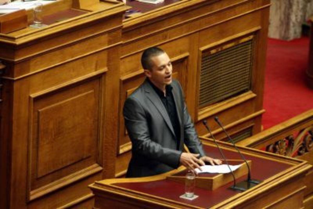 Άναψε φωτιές στη Βουλή ο Κασιδιάρης – Σκληρή κόντρα για την απόδραση του Αφγανού | Newsit.gr