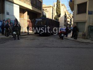 Εισβολή αστυνομικών σε δύο υπό κατάληψη κτήρια