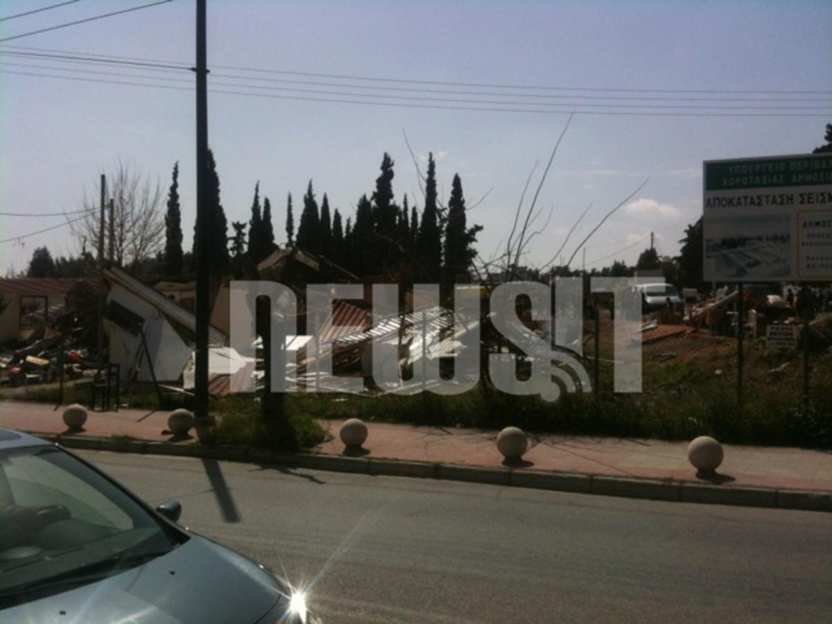 Μπουλντόζες γκρέμισαν καταυλισμό σεισμοπαθών που είχαν καταλάβει τσιγγάνοι στο Περιστέρι | Newsit.gr