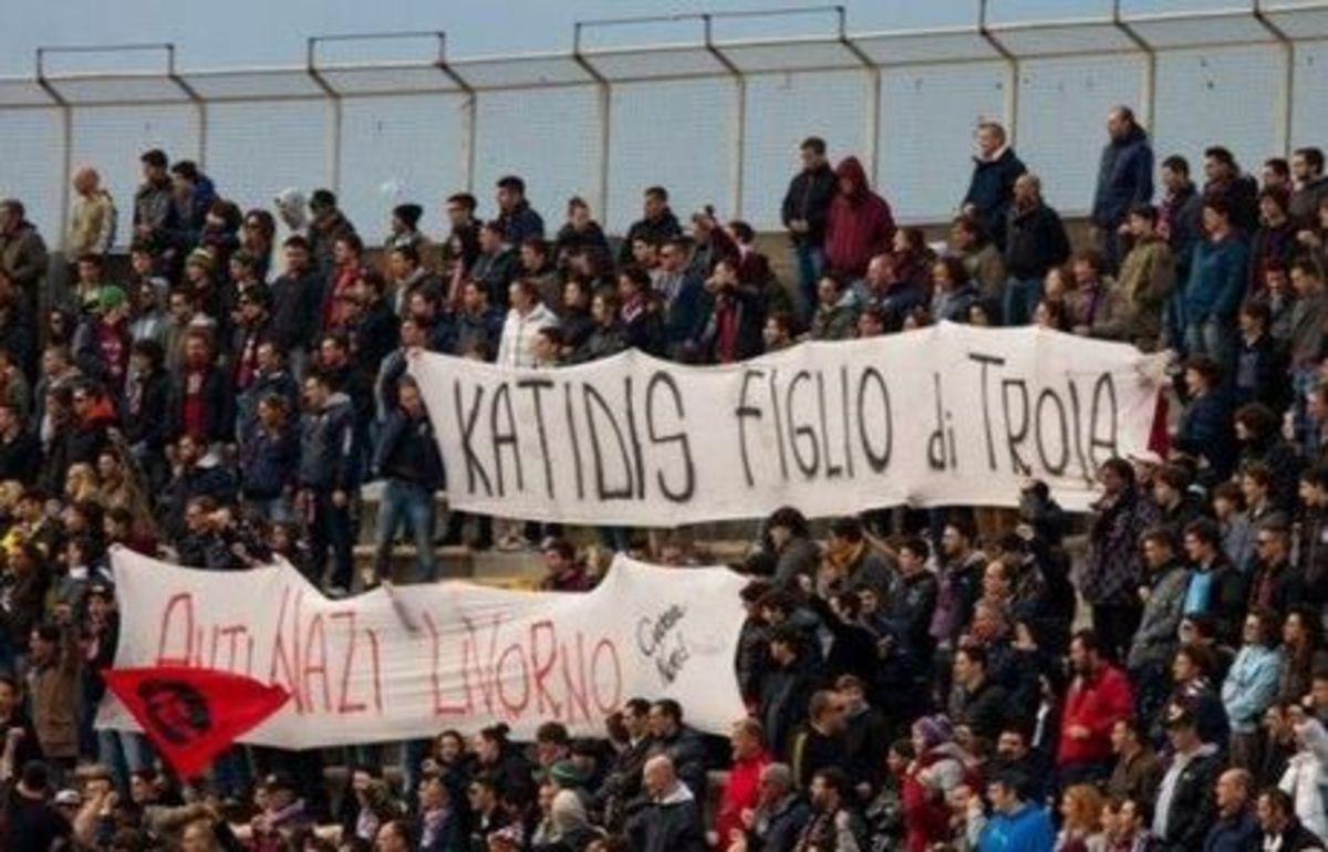 Υβριστικό πανό για τον Κατίδη απ΄τους οπαδούς της Λιβόρνο | Newsit.gr