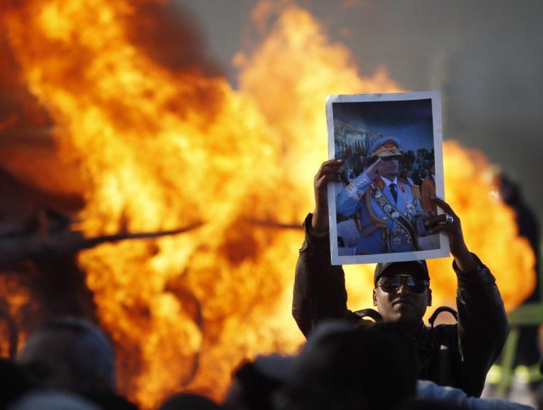 """Ο Καντάφι πήρε πίσω την πόλη του """"μαύρου χρυσού""""  – Ανεβαίνει η τιμή του πετρελαίου   Newsit.gr"""